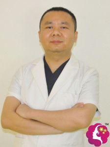 擅长做双眼皮手术的三亚华美贺秋峰医生